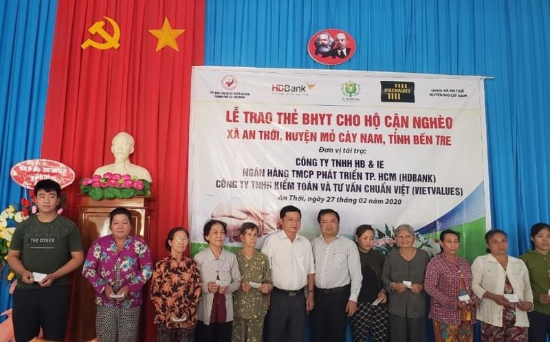 HDBank tặng thêm 600 thẻ BHYT cho bà con Bến Tre - ảnh 1