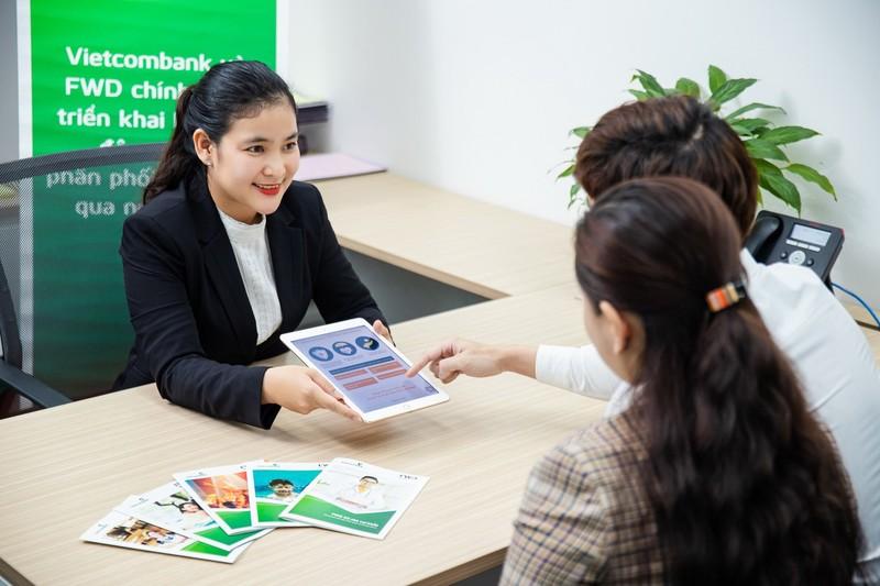 Vietcombank và FWD triển khai phân phối bảo hiểm qua ngân hàng - ảnh 1
