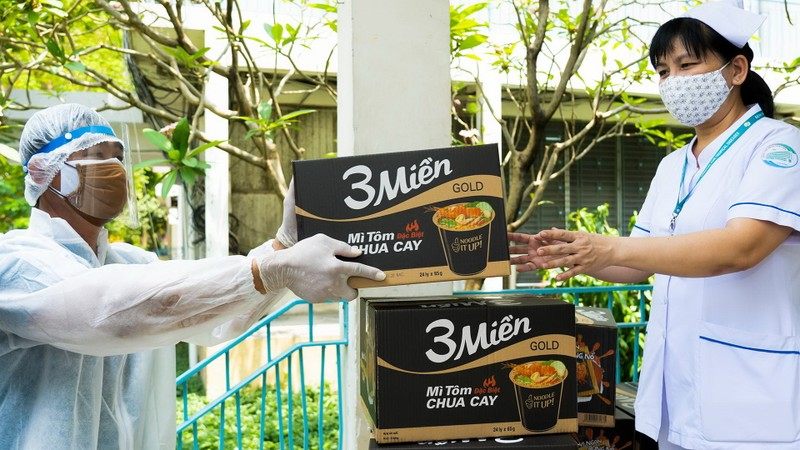 Uniben tặng 150.000 bữa ăn dinh dưỡng tới các y bác sĩ - ảnh 9