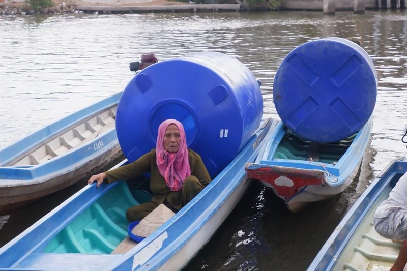 EVNGENCO 3 tặng bồn chứa nước giúp bà con vượt qua hạn mặn - ảnh 3