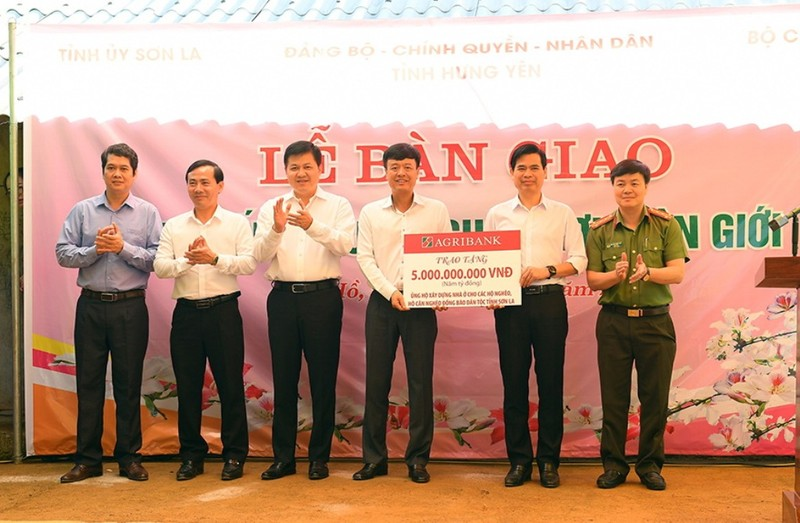 Agribank ủng hộ kinh phí xây nhà cho 1.400 hộ nghèo Sơn La     - ảnh 1