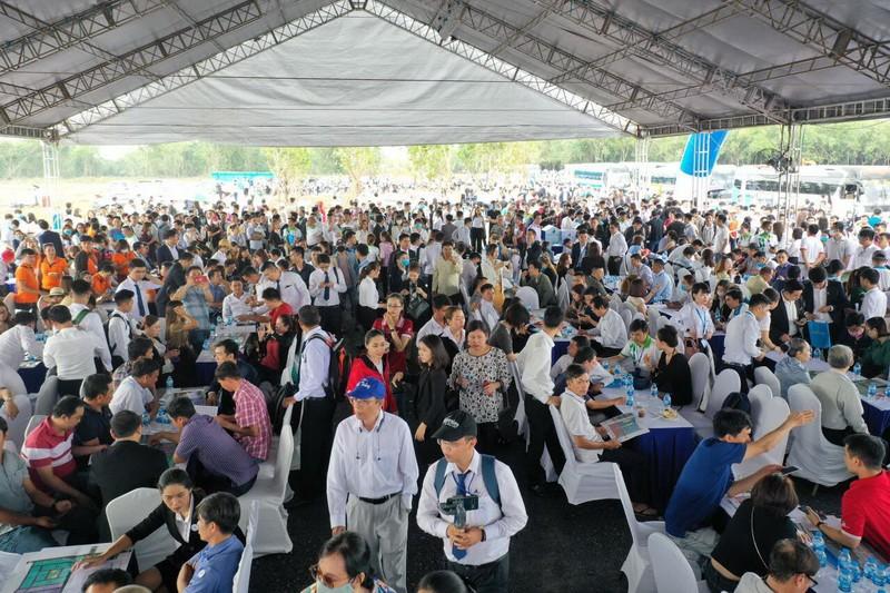 Gần 2.000 khách tham quan dự án Gem Sky World - ảnh 2