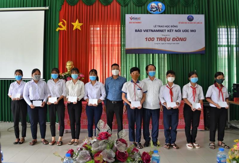 Him Lam Land tiếp sức học sinh nghèo vượt khó ở Long An        - ảnh 1