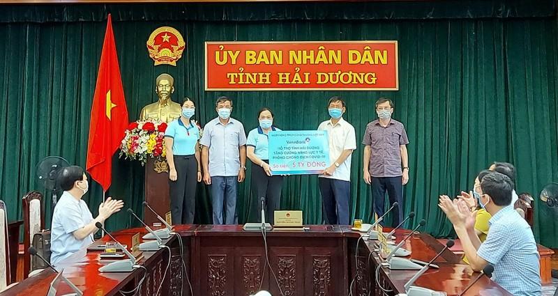 VietinBank ủng hộ Hải Dương 5 tỉ đồng chống COVID-19 - ảnh 1