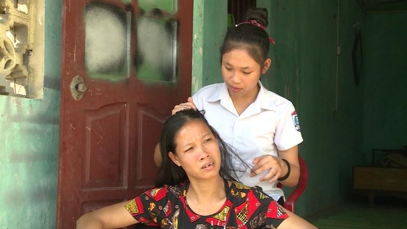 Hành trình nuôi mẹ của cô bé 12 tuổi - ảnh 1
