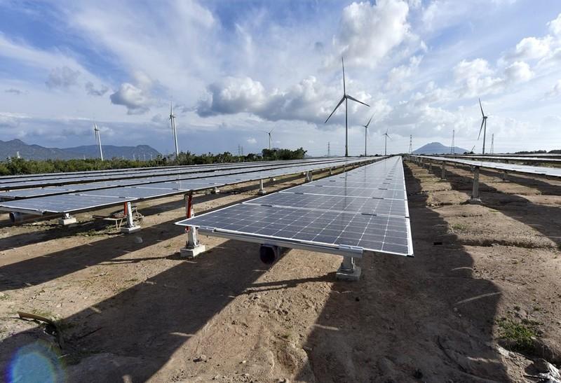 EVN nỗ lực đầu tư, giải tỏa công suất điện gió, mặt trời - ảnh 1