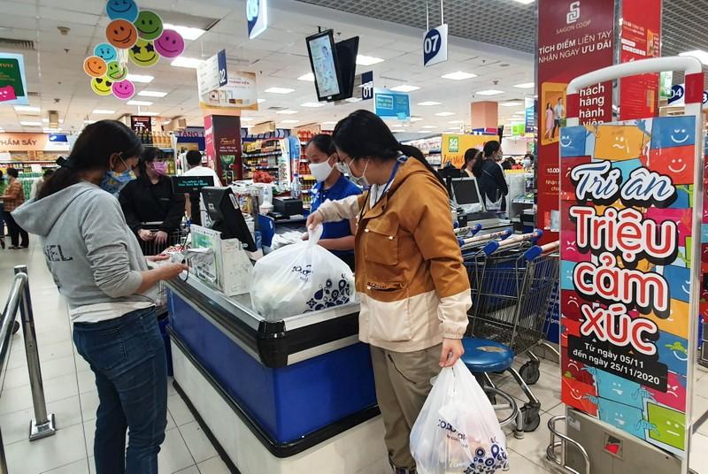 Đông kín khách săn ưu đãi tại siêu thị Co.opmart đầu tuần - ảnh 2