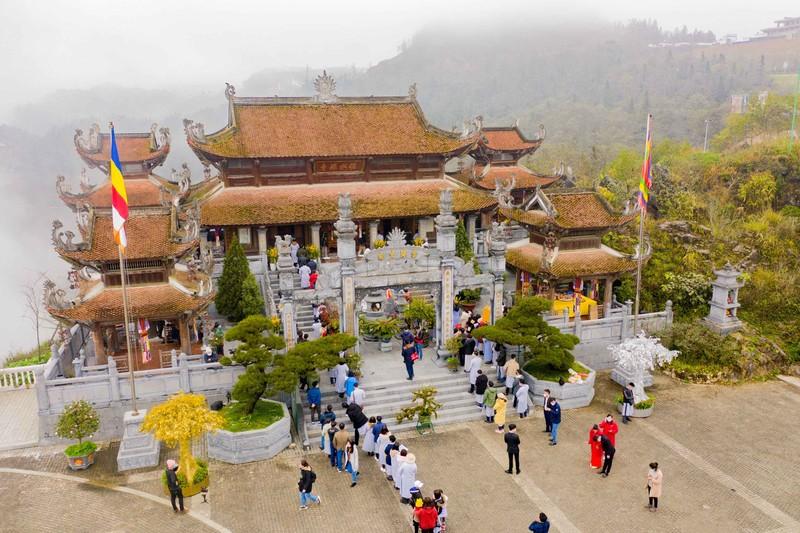 Hành hương bái Phật về miền non thiêng Fansipan - ảnh 1