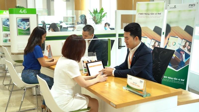 Vietcombank, FWD hợp tác phân phối sản phẩm mới - ảnh 2