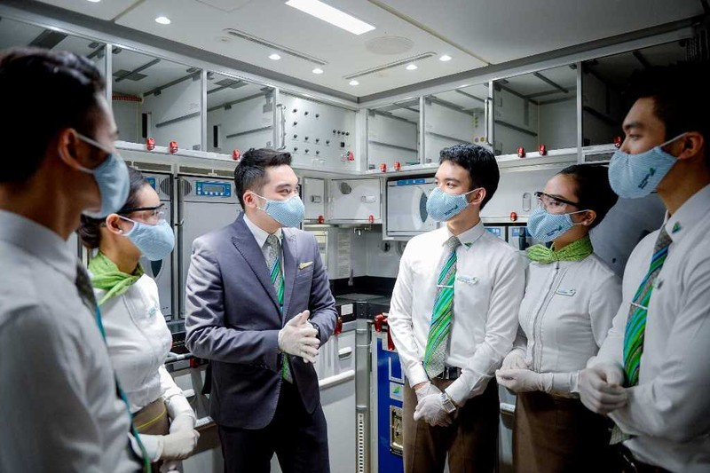 Bamboo Airways tiêm vaccine COVID-19 cho tất cả cán bộ nhân viên - ảnh 1