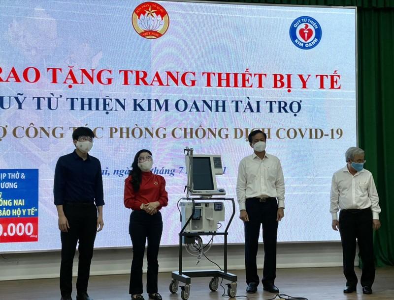 Quỹ từ thiện Kim Oanh tặng tiếp 5 máy thở và nhiều vật tư y tế thiết yếu - ảnh 1