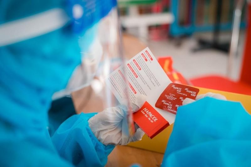 Dược Hậu Giang hỗ trợ người dân TP.HCM sau tiêm vaccine - ảnh 1