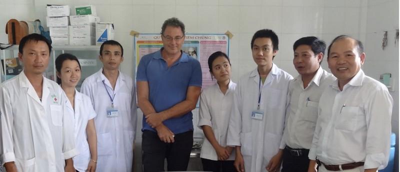 Giáo sư VinUni tìm ra 'vũ khí' mới đặc trị siêu sốt rét - ảnh 2