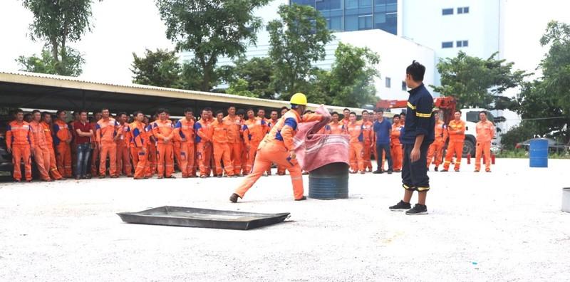 EVNNPC chú trọng công tác an toàn phòng cháy hệ thống điện - ảnh 1