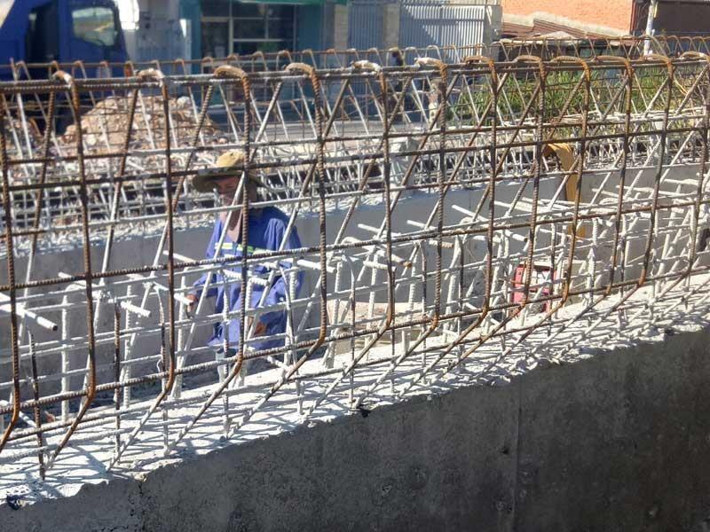 Cảnh công trường cầu đường sắt Bình Lợi mới chậm tiến độ - ảnh 10
