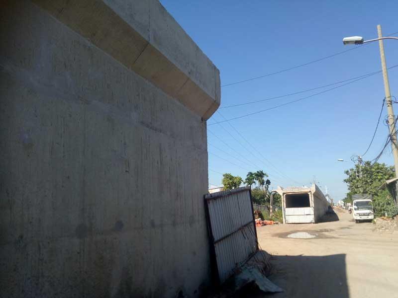 Cảnh công trường cầu đường sắt Bình Lợi mới chậm tiến độ - ảnh 4