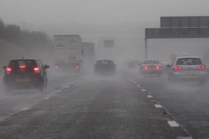 Điều cần nhớ khi lưu thông trên cao tốc lúc có bão - ảnh 1
