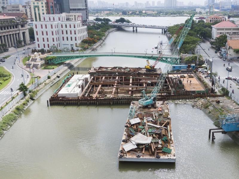 Cận cảnh thi công dự án chống ngập 10.000 tỉ dưới đáy sông - ảnh 8