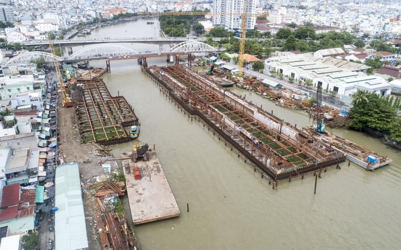 Cận cảnh thi công dự án chống ngập 10.000 tỉ dưới đáy sông - ảnh 2