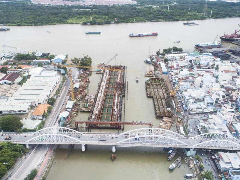 Cận cảnh thi công dự án chống ngập 10.000 tỉ dưới đáy sông - ảnh 1