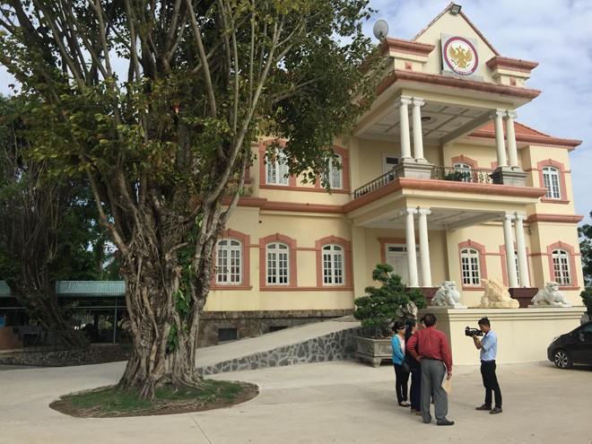 Cưỡng chế tháo dỡ công trình không phép tại huyện Bình Chánh - ảnh 1