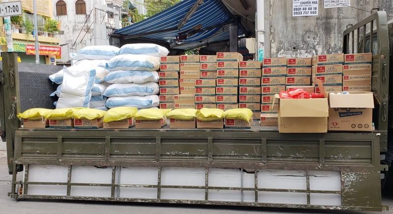 COVID-19: CSGT TP.HCM trao hơn 4,5 tấn gạo cho người nghèo - ảnh 2