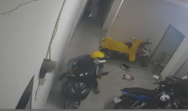 Kẻ trộm đột nhập phòng trọ lấy đi 3 xe máy tại Thủ Đức - ảnh 1