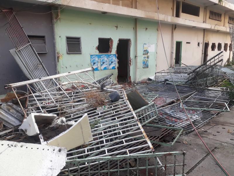 Cận cảnh tháo dỡ chung cư nghiêng ở TP.HCM - ảnh 7