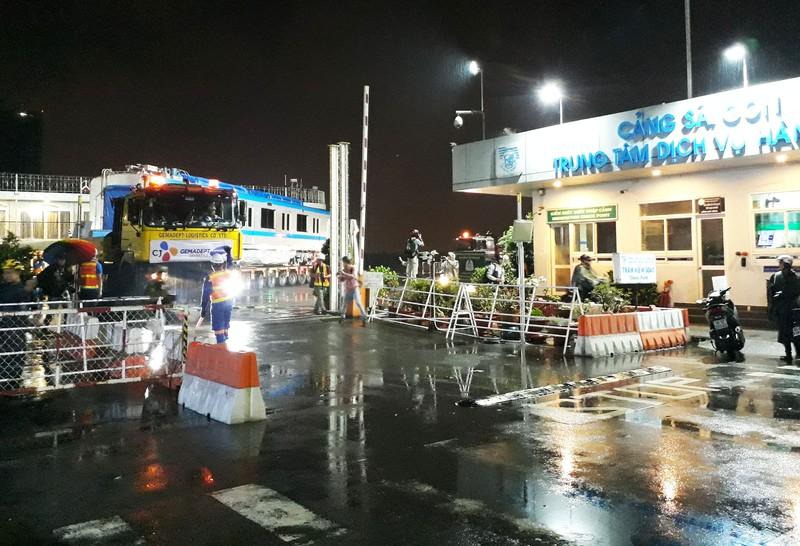 Hành trình di chuyển của toa tàu metro trong đêm - ảnh 1