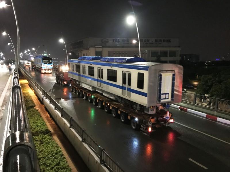 Hành trình di chuyển của toa tàu metro trong đêm - ảnh 6