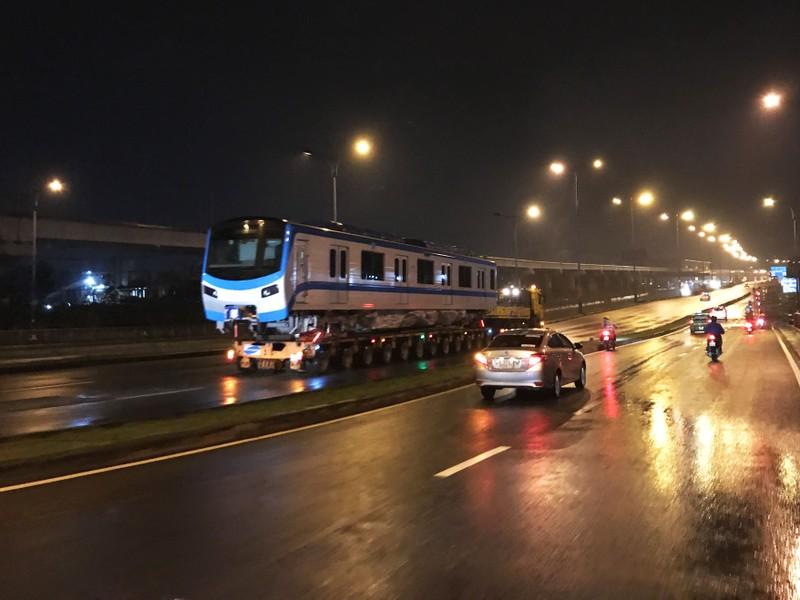 Hành trình di chuyển của toa tàu metro trong đêm - ảnh 7