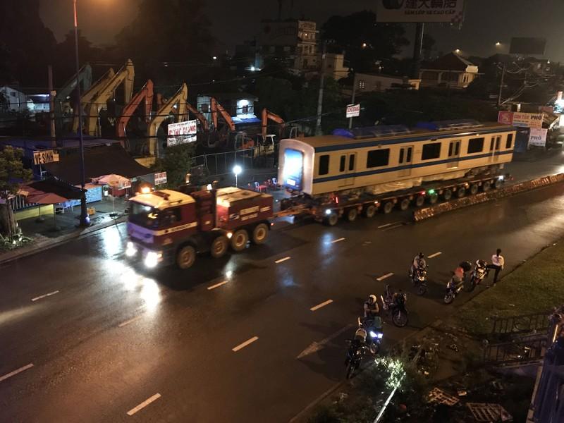 Hành trình di chuyển của toa tàu metro trong đêm - ảnh 9