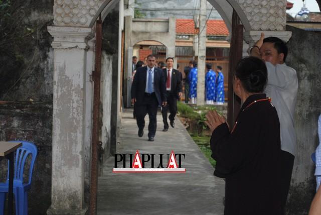 Chùm ảnh độc quyền: Ông Ban Ki - Moon làm gì tại nhà thờ họ Phan Huy? - ảnh 2