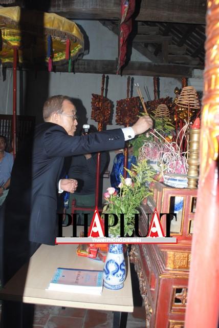 Chùm ảnh độc quyền: Ông Ban Ki - Moon làm gì tại nhà thờ họ Phan Huy? - ảnh 5