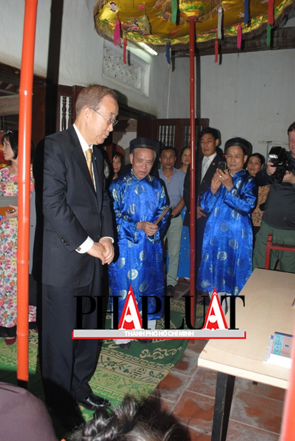Chùm ảnh độc quyền: Ông Ban Ki - Moon làm gì tại nhà thờ họ Phan Huy? - ảnh 6