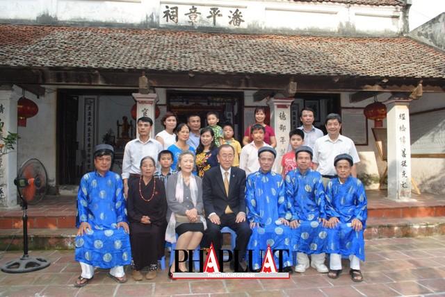 Chùm ảnh độc quyền: Ông Ban Ki - Moon làm gì tại nhà thờ họ Phan Huy? - ảnh 15