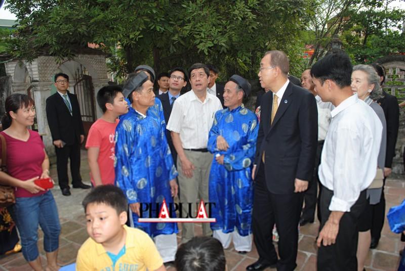Chùm ảnh độc quyền: Ông Ban Ki - Moon làm gì tại nhà thờ họ Phan Huy? - ảnh 4