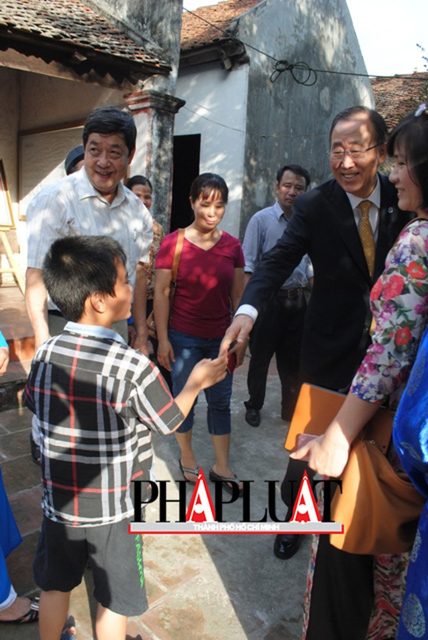 Chùm ảnh độc quyền: Ông Ban Ki - Moon làm gì tại nhà thờ họ Phan Huy? - ảnh 16