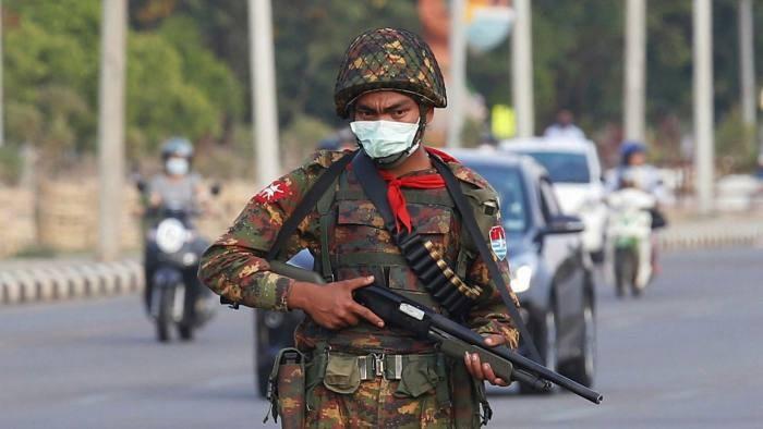 EU và Anh trừng phạt 8 quan chức chính quyền quân sự Myanmar - ảnh 1