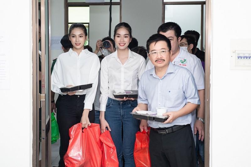 Chuyến từ thiện đầu tiên của tân Hoa hậu Đỗ Thị Hà - ảnh 5