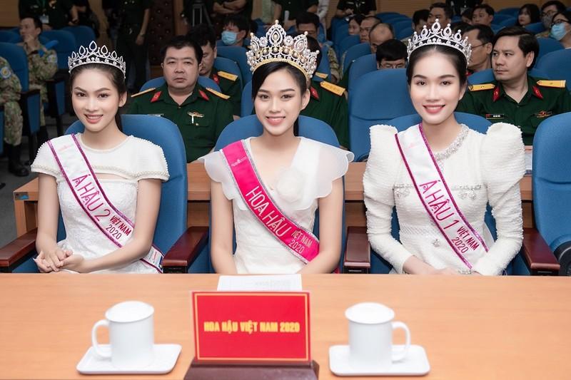 Chuyến từ thiện đầu tiên của tân Hoa hậu Đỗ Thị Hà - ảnh 6