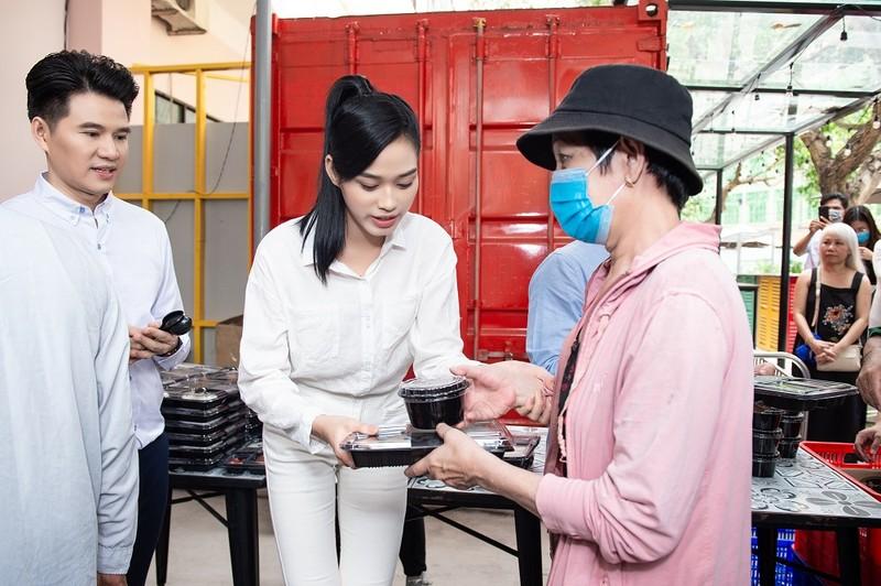 Chuyến từ thiện đầu tiên của tân Hoa hậu Đỗ Thị Hà - ảnh 1