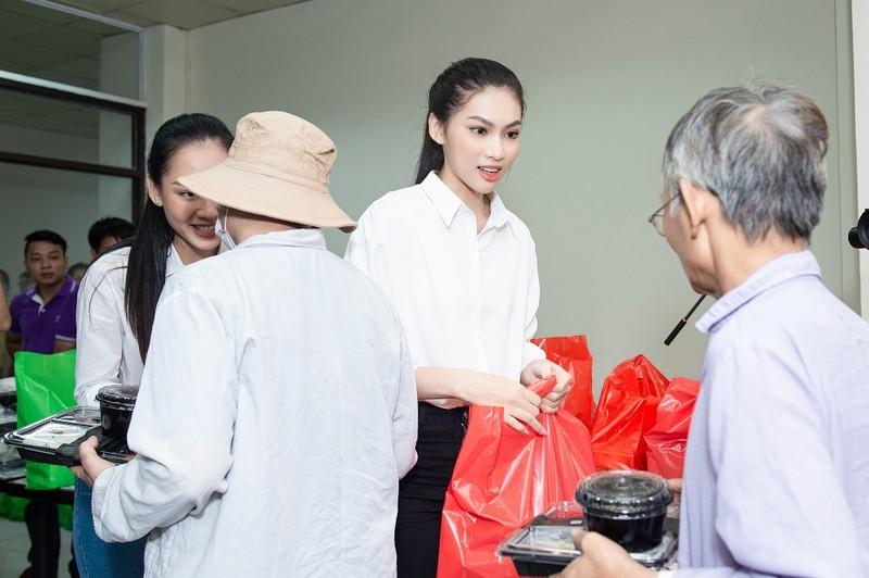 Chuyến từ thiện đầu tiên của tân Hoa hậu Đỗ Thị Hà - ảnh 2