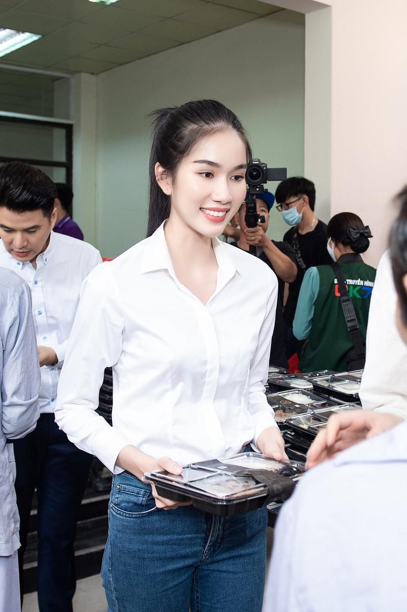 Chuyến từ thiện đầu tiên của tân Hoa hậu Đỗ Thị Hà - ảnh 3