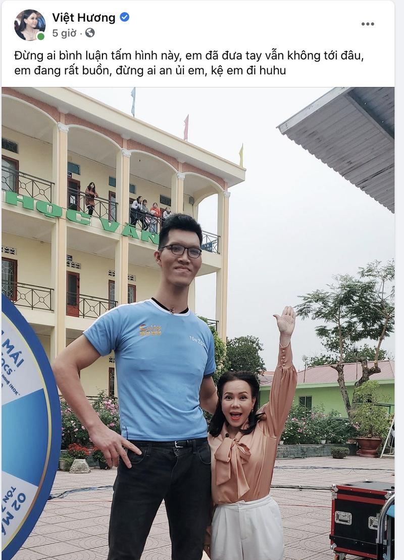 Việt Hương ngước nhìn chiều cao 2m2 của Trần Ngọc Tú - ảnh 2