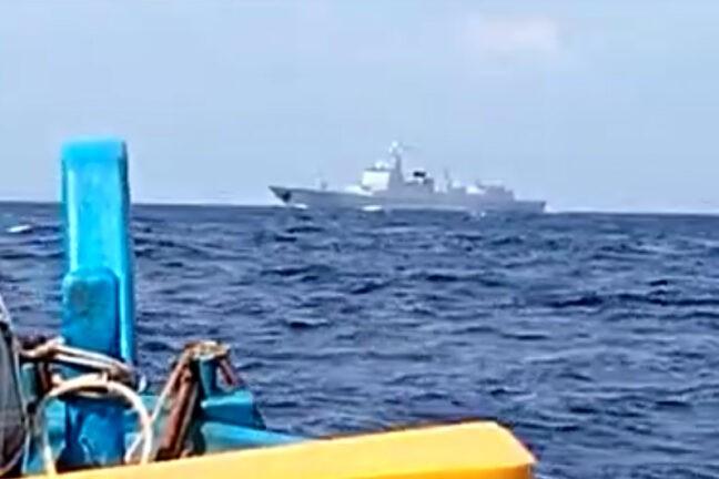 Phát hiện tàu khu trục Trung Quốc trong EEZ, ngư dân Indonesia e ngại ra khơi - ảnh 1