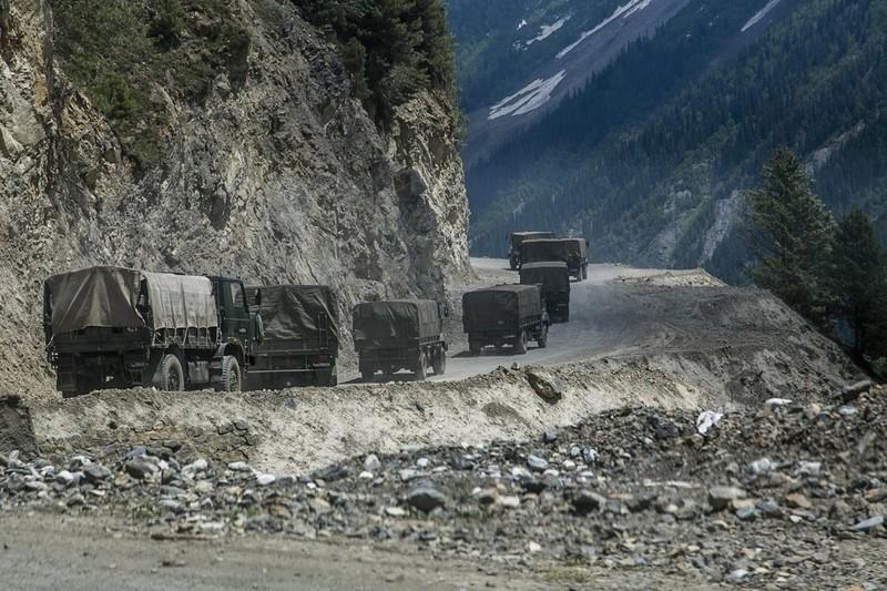 Tướng Ấn Độ: Trung Quốc đang điều lượng lớn quân đến biên giới tranh chấp  - ảnh 1