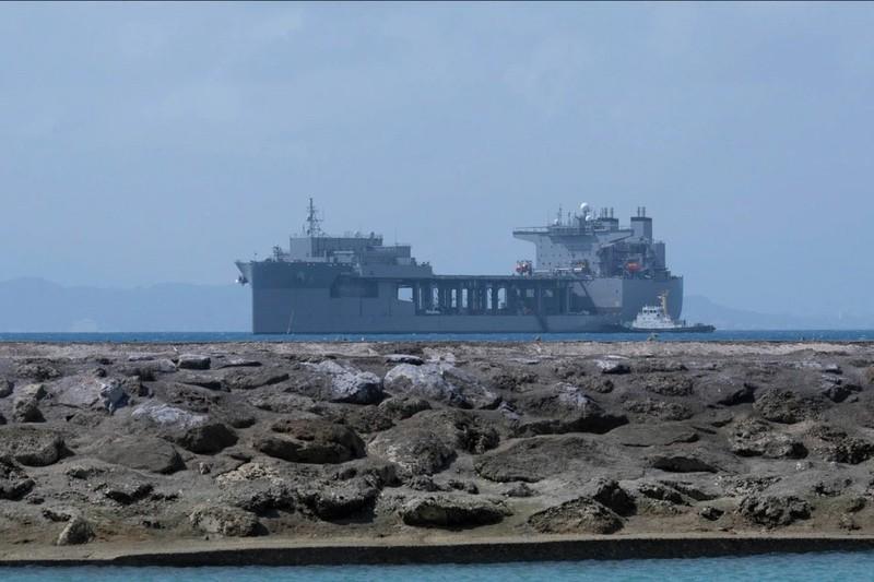 Mỹ điều 'căn cứ nổi' chở trực thăng, thủy phi cơ đến căn cứ tại Okinawa, Nhật - ảnh 1