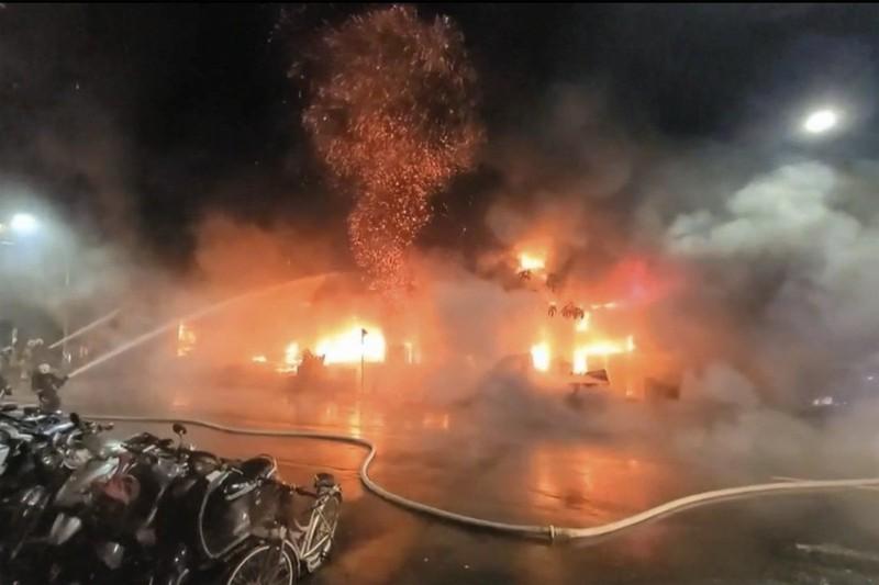Cháy chung cư 40 năm tuổi tại Đài Loan, 46 người chết - ảnh 1