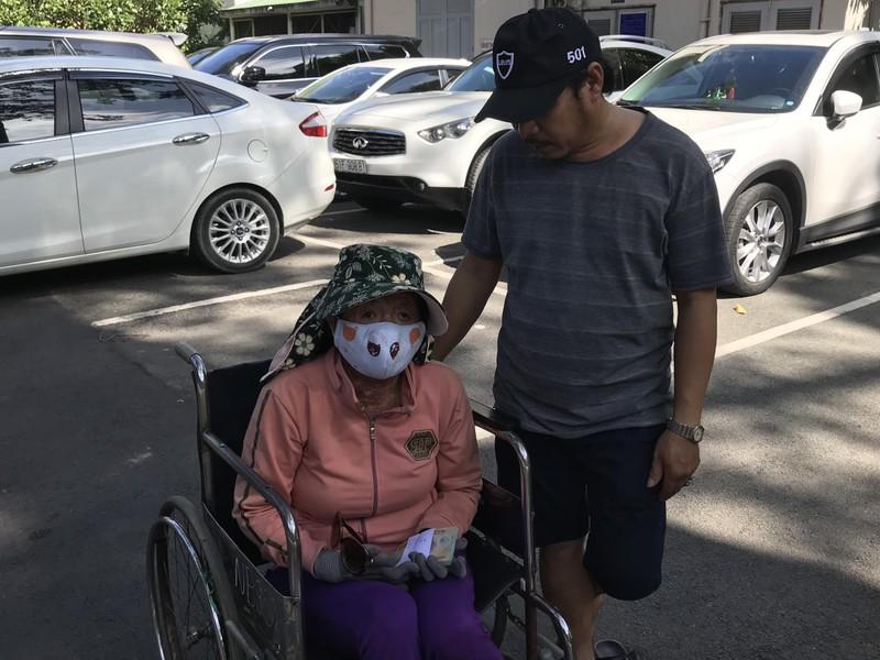 Trao tiền giúp chị Hoa Mai sớm trở về với các con - ảnh 1